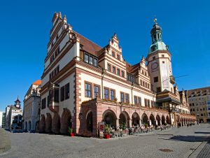 old-town-hall-2388652_1920