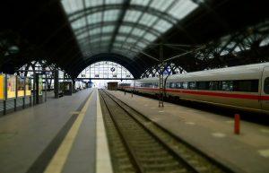 train-1804369_1920